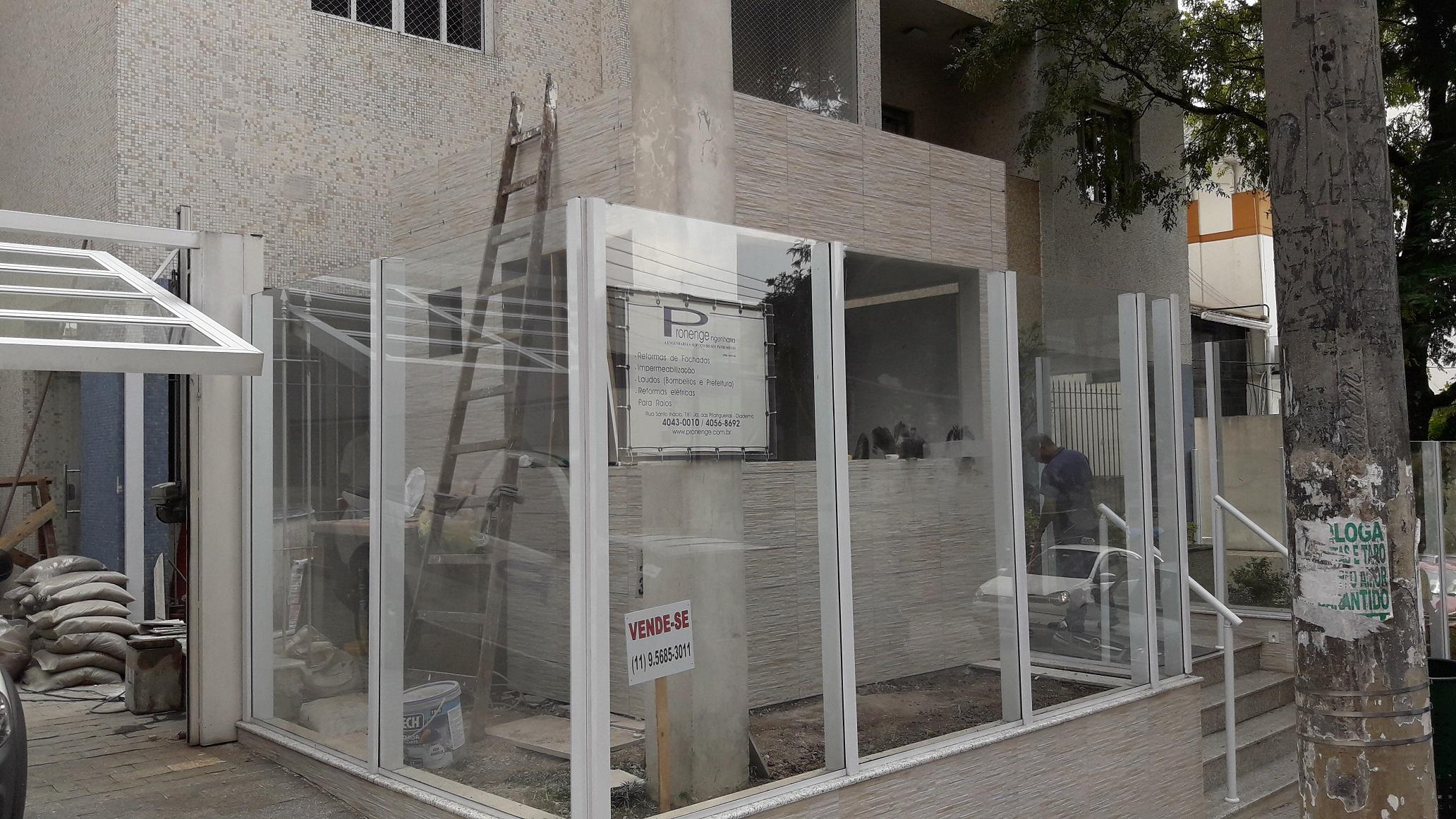 Substituição de pisos,revestimentos,construção de muros,postes,Guaritas entre outros serviços.